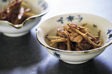 ごぼうと鶏せせりの 醬油きんぴら 定番の甘辛味は、最後に●を入れると味が締まる!【プロに聞いたお家ごはんレシピ】