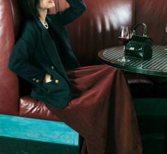ようやくむかえた金曜日。【紺ブレ+ボルドースカート】で着飾って、ちょっぴり豪華なディナーへ[1/24 Fri.]