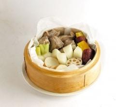 冷蔵庫残りがちな冬野菜で!スペアリブと根菜の蒸籠蒸し【プロに聞いたお家ごはんレシピ】
