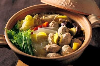 鶏団子しょうが鍋〜葉入り鶏だんごとたっぷりしょうがで風邪を予防〜【プロに聞いたお家ごはんレシピ】