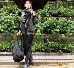 武藤京子ブログ「メンズ度の高い雨の日のお洋服には スリット入りスカートで」