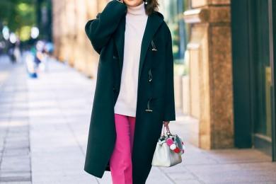 【街のオシャレ40代SNAP! Feb⑤ 】黒コートの安心感があれば合わせは色で遊べる