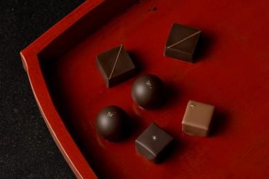 日本酒とチョコレートを贅沢にペアリングした「酒蔵のチョコレート」