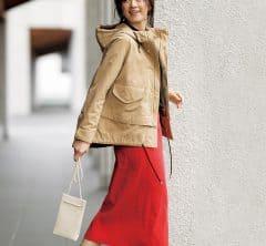 タイトで女性らしいスカートには、この春トレンドの【マウンテンパーカ】が使える![3/19 Thu.]