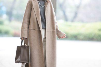 【街のオシャレ40代SNAP!Feb23th】パンツスタイルは、優しい色味のノーカラーコートで女性らしさを