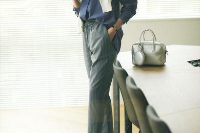 【日めくり7days②Tue】スニーカー通勤は美脚パンツ×シャツの定番に合わせるとすんなり!