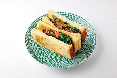 ケフタ(ひき肉)サンドイッチ〜スパイスの効いたひき肉がパンにぴったり〜【プロに聞いたお家ごはんレシピ】