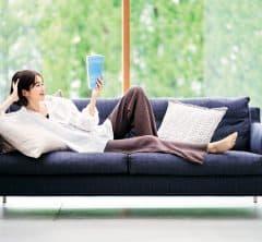 ソファーで読書は、着心地最高な【ニットパンツ】で[5/2 Sat.]