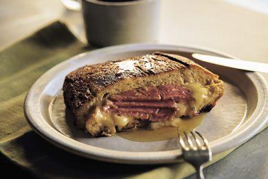 コントラストがたまらない!ハムとチーズのフレンチトースト【プロに聞いたお家ごはんレシピ】