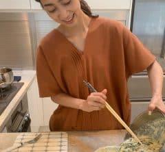 お家ゴハンが増えた最近、何作って何食べてる?そのお味は?「STORYモデル小野千恵子さん、家族の食卓。家族が食レポ!」