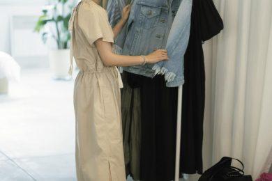 """""""背が低い人""""は、流行中の「クシャクシャ系ワンピ」をどう着ればいいの?【Sサイズさんのワンピース選び】"""