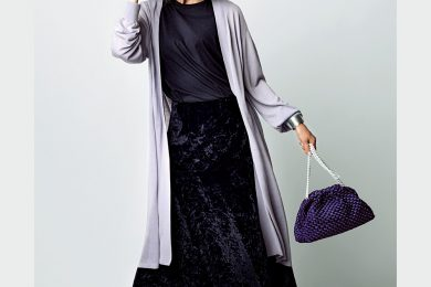【安心できるロングカーディガンの着こなし】も今季はスカートの素材感で差をつけます[9/22 Tue.]