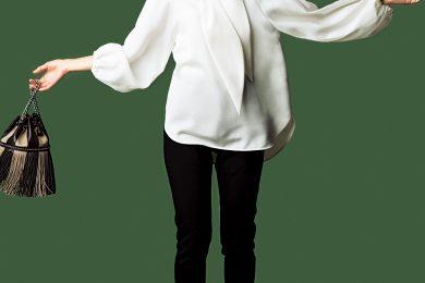 潔いモノトーンの着こなしを【ふんわりボウタイブラウス】で女らしく[9/10 Thu.]