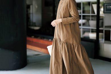 【シャツワンピ×スニーカー】の鉄板コーデ、秋は旬色ブラウンで[10/2 Fri.]