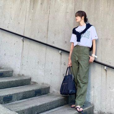 「カーキ×ネイビー×ホワイトコーデ」20年物(!?)のビーサンで|武藤京子ブログ