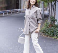 ビッグシャツ合わせはスキニーでなくフレアパンツで今っぽく|STORYライター、秋のワンツーコーデSNAP!