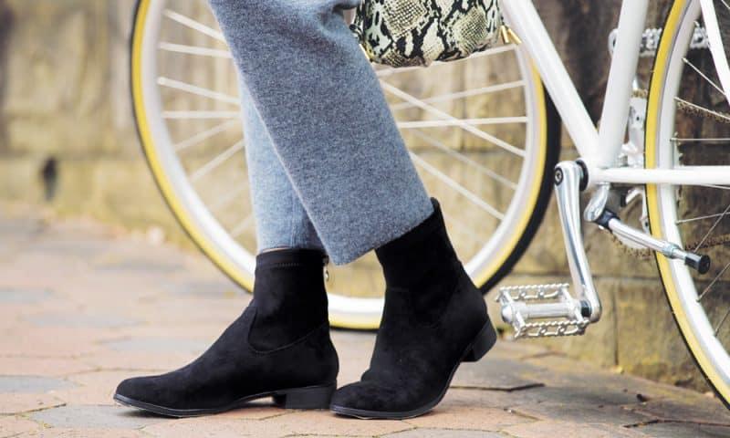 この冬欲しい「ブーツ」は薄くて軽いのだけ! お散歩、自転車…withコロナの大人カジュアルに「極軽」ブーツ8選