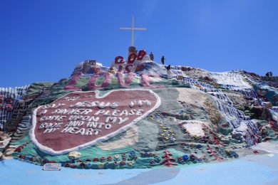 """【南カリフォルニア】砂漠の中のアート、""""Salvation Mountain""""!"""