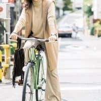 【街のオシャレ40代SNAP!】新トレンド「フレアパンツ」でご近所スタイルを更新
