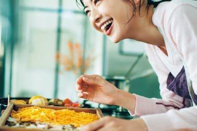 高垣麗子さんは、3歳の娘さんに高垣家の正月の味を伝える機会に|今年は帰省しないで楽しむ「ゆく年くる年」