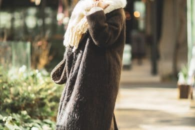 【真冬の防寒オシャレSNAP!⑪】あったか素材を小物にまで上手く使うのが大人の知恵