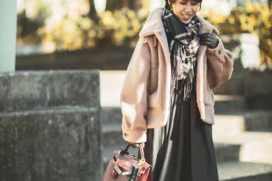 """【真冬の防寒オシャレSNAP!① 】旬のボアショートジャケットを主役に、""""三首""""を小物で華麗に隠す"""