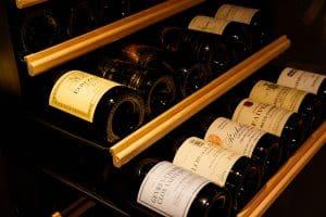 約300銘柄のワインを常備