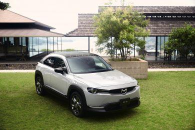 """いま車選びに必要な""""私らしく自然体でいられる上質な空間""""は、「マツダ MX-30」にある"""
