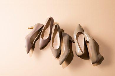 25,000足突破の『端麗コンフォートパンプス』に、大人の足を美しく魅せるグレージュカラー2色が数量限定で登場!