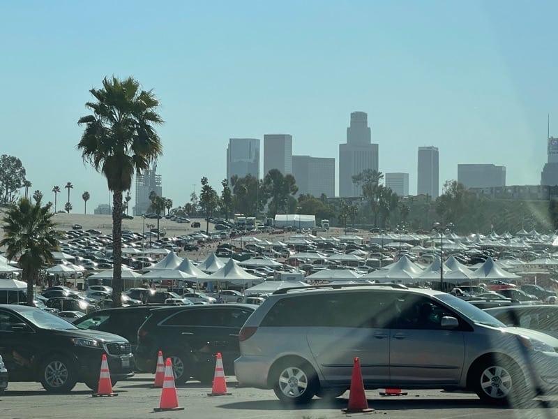 向こうにはロサンゼルスダウンタウンが見えます