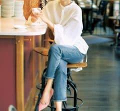 定番デニム×カラーパンプスは「盛り袖白シャツ」でアップデート[3/30 Tue.]