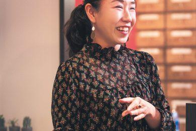昼スナックママ・木下紫乃さん 40代のトンネルを抜けた「姉御メンター」たちの金言Vol.4