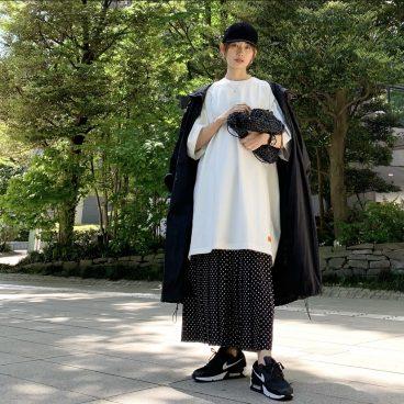 オーバーサイズTシャツに ドットスカートで モノトーンコーディネート   武藤京子ブログ