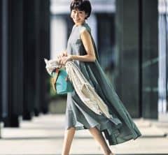 田丸麻紀さんと見つけた「透明感ワンピース」×「大人スニーカー」の新公式