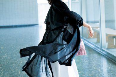 おでかけを意識したら「ロング丈シアーコート」で無難なスカートを一新!|コーデ3選