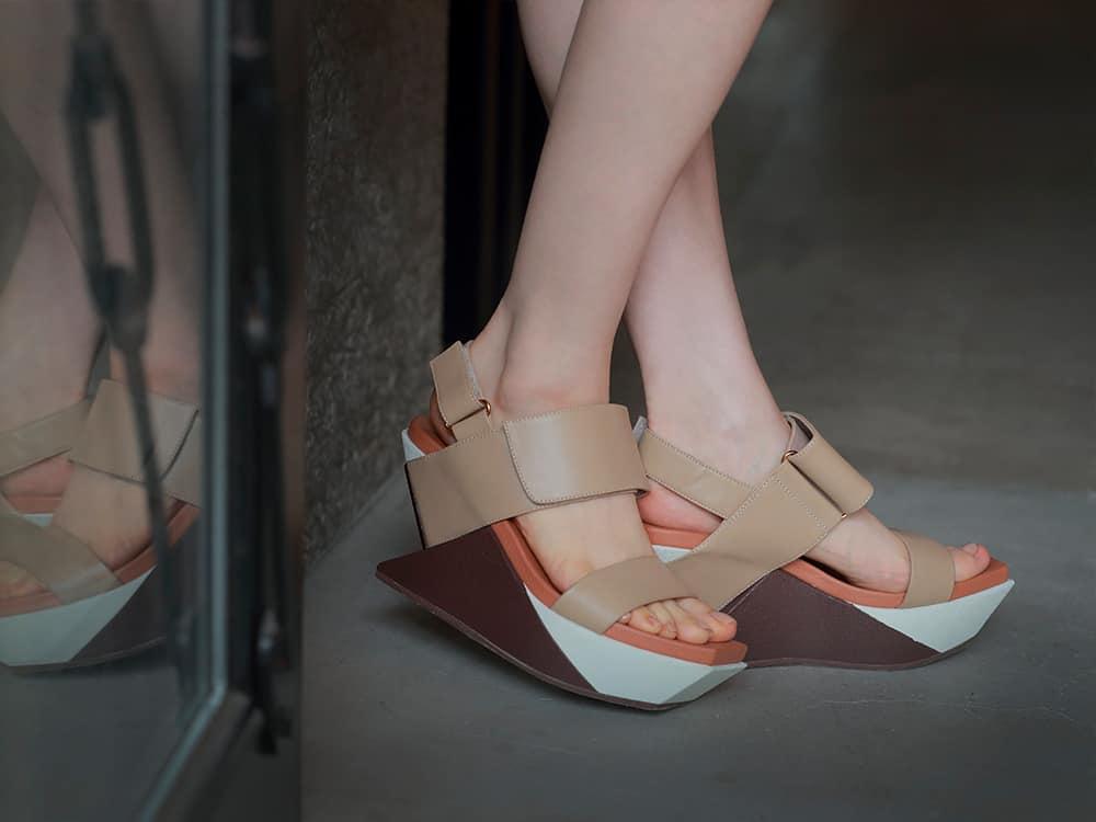 SHAKAサンダル「Delta Wedge Sandal」
