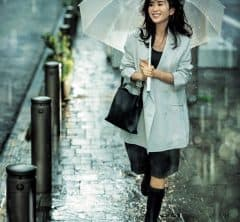 お仕事着にも旬の「ハーフパンツ×レインブーツ」で新しい梅雨のオシャレを[7/6 Tue.]