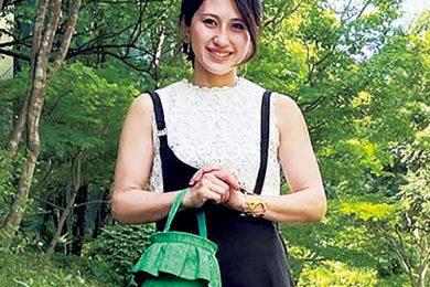 肩紐ジャンパースカートはモノトーンなら取り入れやすい|全国Sサイズさんのぺたんこ靴コーデSNAP