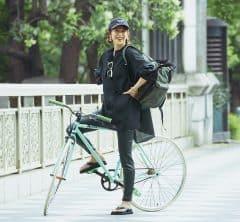レザーパンツの都会派スポーティで自転車コーデが垢抜ける[9/19 Sun.]